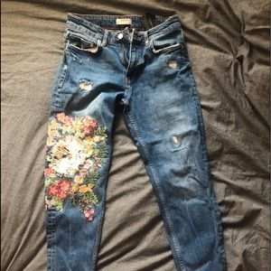 Loose jeans with beautiful detailing